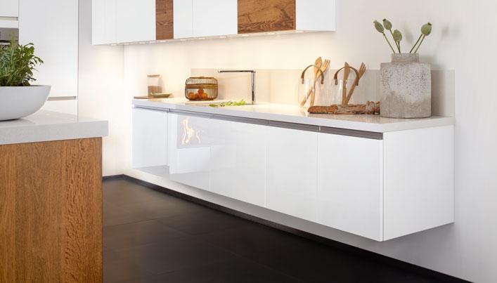 Witte zwevende keuken | Satink Keukens
